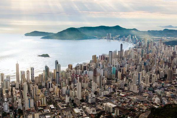 Balneário Camboriú tem terceiro metro quadrado mais caro do Brasil, diz pesquisa